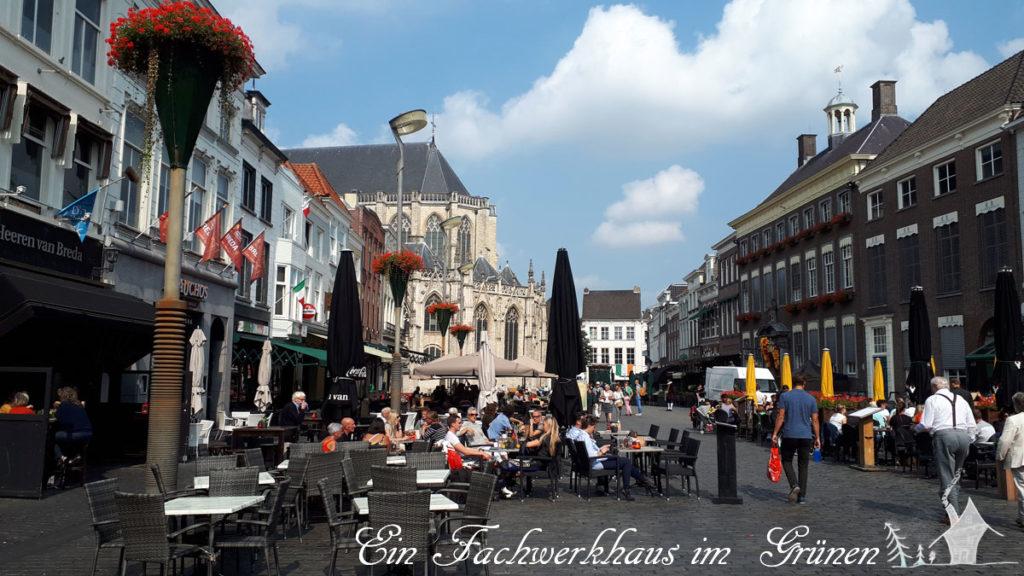 In der Fußgängerzone von Breda am rothaarigen Tag