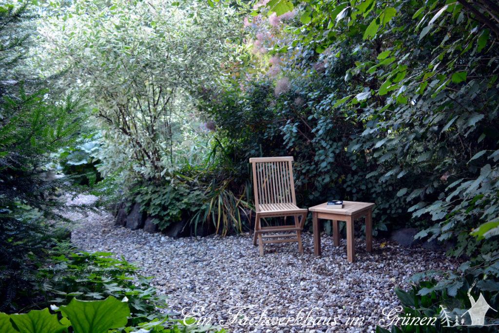 Ein Sitzplatz im Garten.
