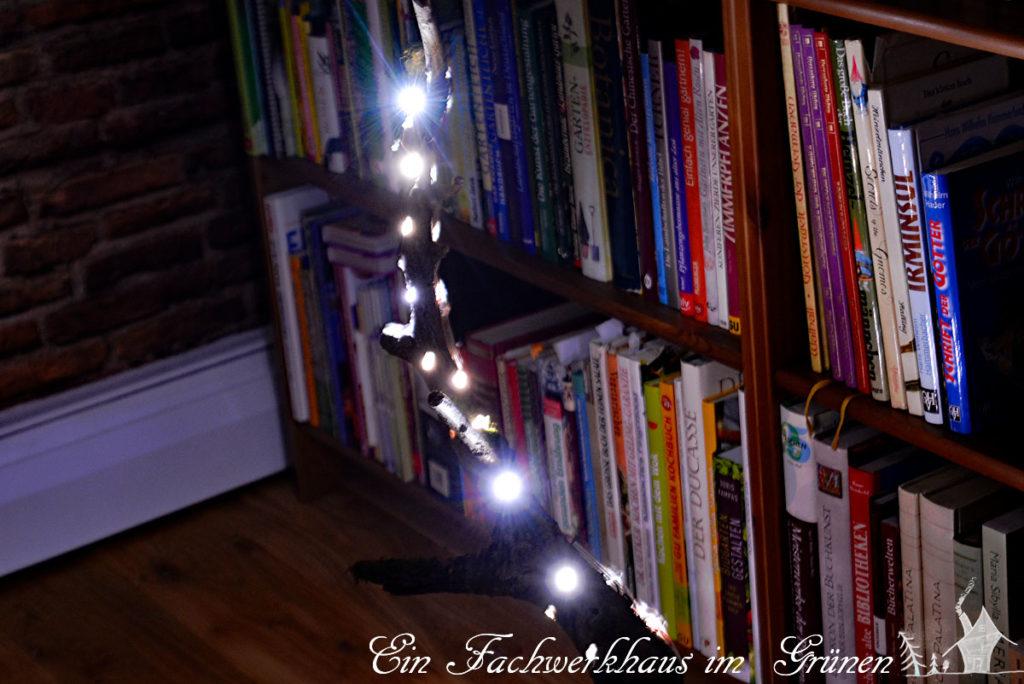 Die Lichtinstallation zu Hause wenn es dunkel ist.