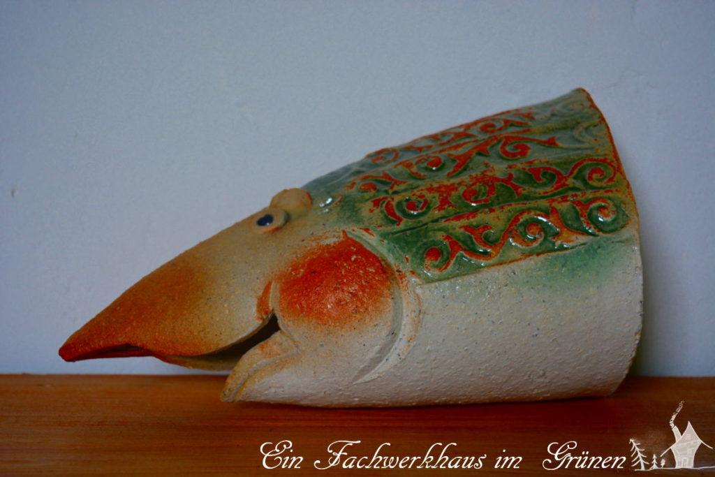 Ein halber Fisch aus Keramik, der später in unserem Miniteich leben wird.