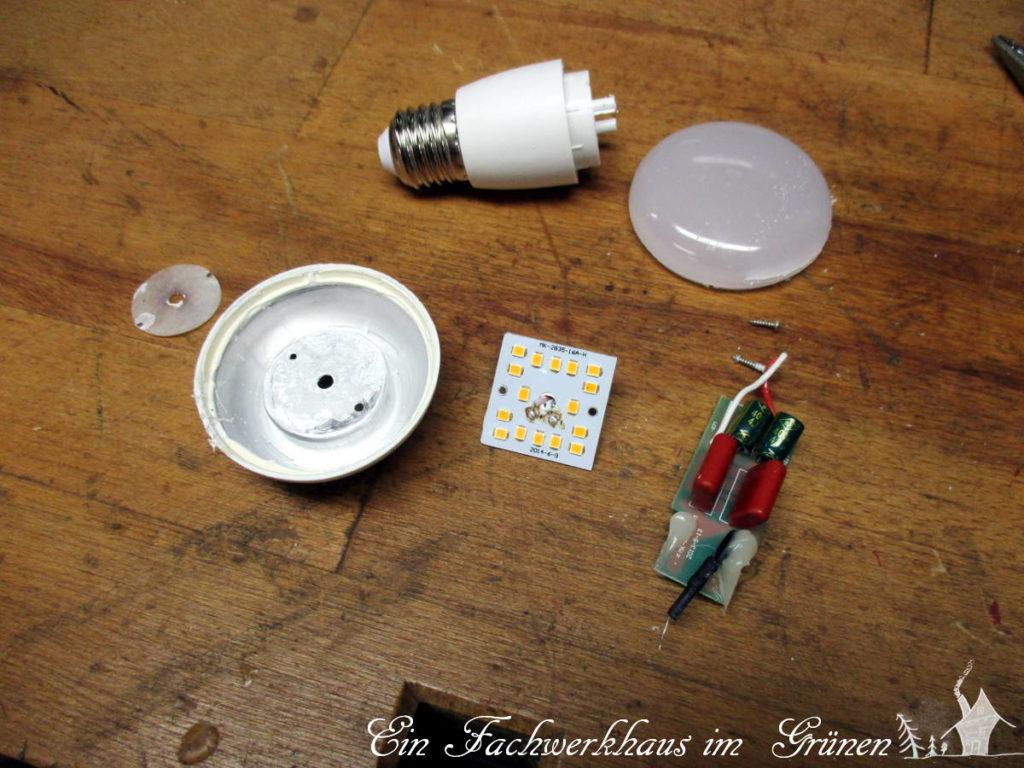 Sehr viele Teile im Vergleich zur Glühbirne
