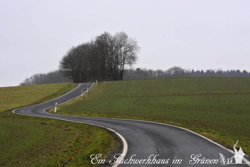 Die K 47 zwischen Germscheid und Köttingen (Asbach), und so sehen hier die allermeisten Strassen aus.