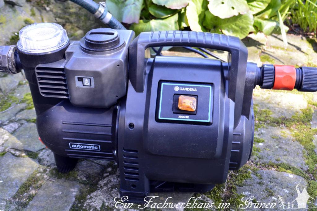 Die Pumpe für die Gartenbewässerung.